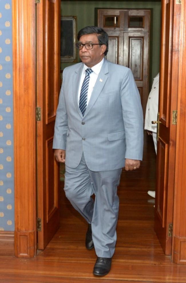 Le président Roopun rencontre le groupe parlementaire rouge
