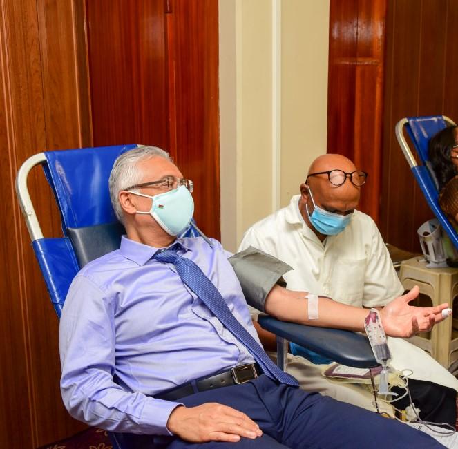 Don du sang : le Premier ministre donne de sa personne