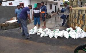 A Cité La Ferme à Bambous et Cottage, les habitants se protègent des risques d'inondation