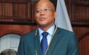 Qui veut la tête du président de Rivière-Noire ?