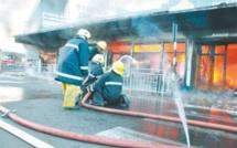 Incendie à Beau-Bassin : un corps calciné retrouvé parmi les débris le lendemain