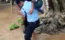 L'officier Rengassamy sauve la vie d'un homme piégé par la montée des eaux et se retrouve transférer