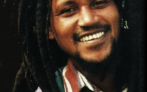 L'hommage national au roi du seggae Kaya interpelle