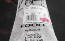 Des arrêtes de poisson dans la nourriture pour chien !