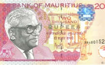 Plus qu'un jour pour utiliser les vieux billets de Rs 2 000