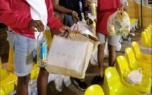 📷 Les supporteurs ramassent les déchets après le match de foot Maurice-Mozambique