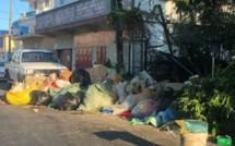 """Dépôt d'ordures à côté de l'église de Cassis. """"Pourquoi se gêner?"""""""