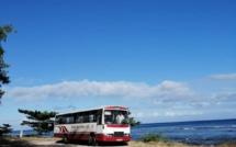📷 Plage publique interdite ? Poubelles remplies et bus stationné comme spectacle