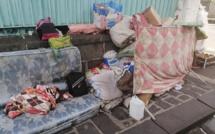A Port-Louis, dans le froid, quatre personnes vivent dans cet espace public