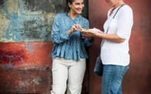 Plongez dans la vie de la boutique du village de Vieux Grand Port avec Shakti Callikan et Maya de Salle