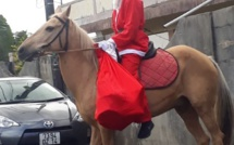 Vu le Père Noël sur un cheval à Vacoas