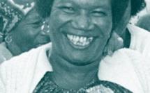 Charlesia Alexis militante et chanteuse chagossienne sous le regard de Bernie Mainlow