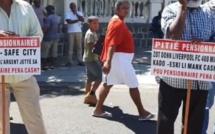 Manifestation devant le Parlement : non-respect de la promesse électorale de la pension vieillesse