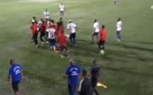 [Vidéos] Football : incidents et agressions à répétition en plein match