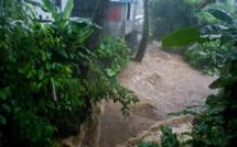 En vidéo, des régions dans le Sud/ Sud-Est de l'île sous l'eau et des habitants désemparés