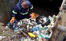 Les rivières transformés en cimetière à immondices à l'île Maurice