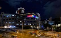 Port-Louis : L'ambassade américaine illuminée en soutien à l'égalité et aux droits LGBTQI +