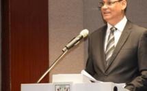 Bougie en main, Mahen Seeruttun attend la délégation de la FATF